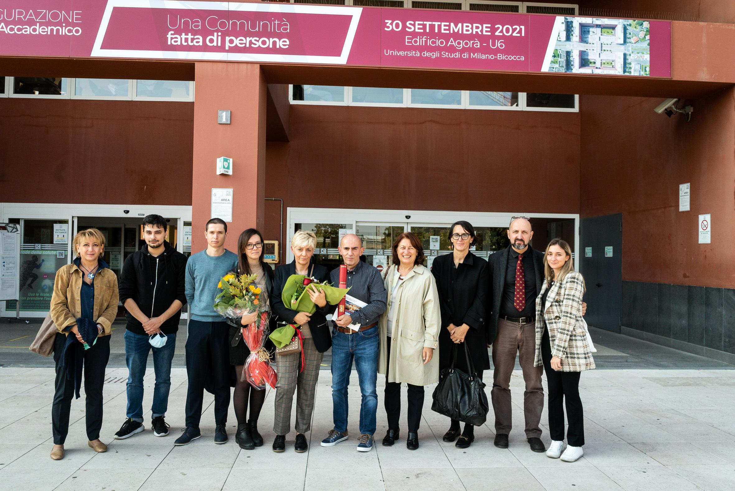 I docenti di Bicocca con la famiglia e gli amici di Roberto-2