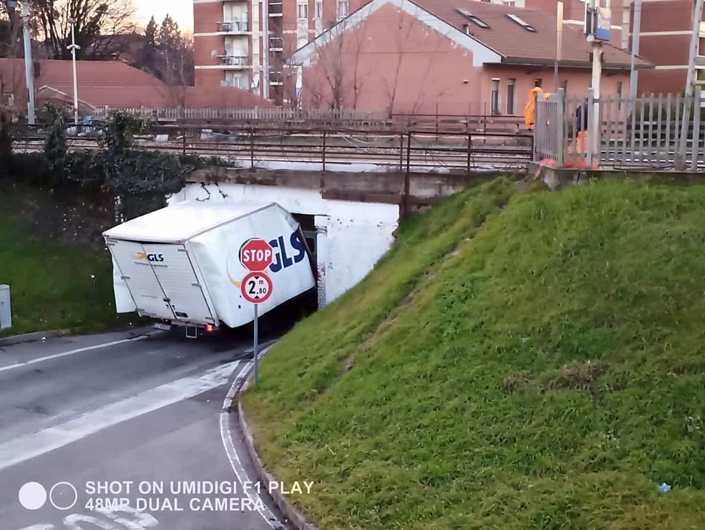 camion sotto ponte donatella casarano fb-2