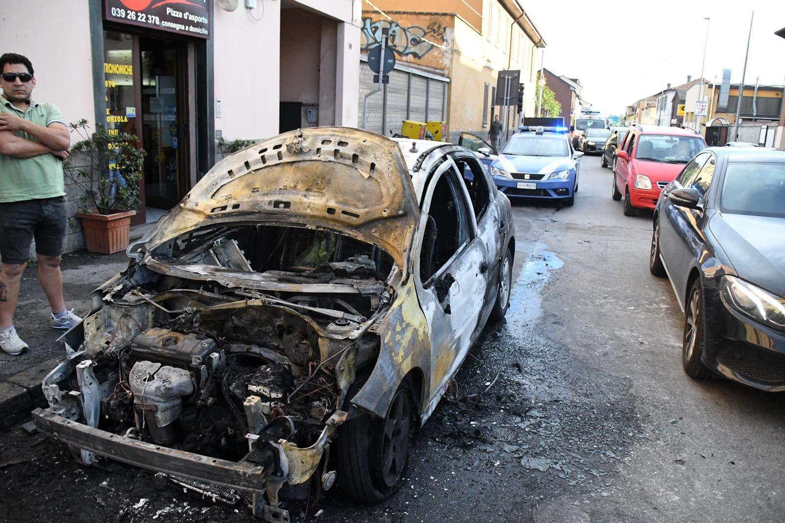 incendio auto via borgazzi-2