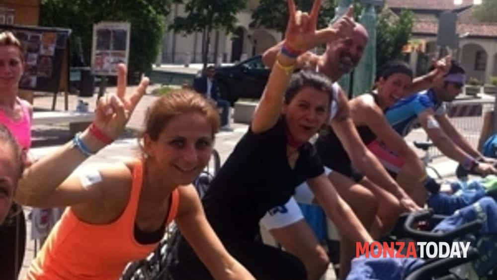 """in sport cesano maderno: spinning in piazza per fare movimento divertendosi""-3"