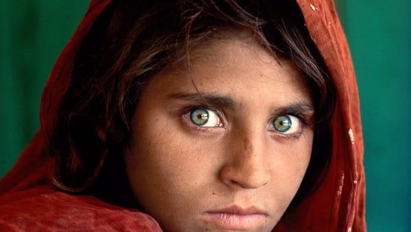 'Leggere', la mostra con le foto di Steve McCurry all'Arengario: info e biglietti