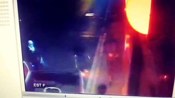 Spaccata alla Expert di Lissone: il video dei ladri che si lanciano col pick-up contro il negozio