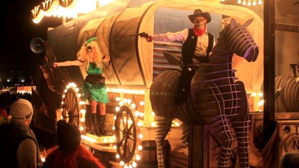Toro meccanico, tepee indiano e saloon: ecco Wild west village, il Carnevale di Cologno