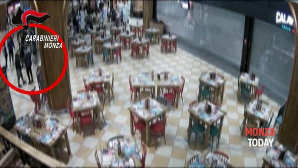 """Coltelli e botte per rapinare i coetanei come i boss di """"Gomorra"""": quattro minorenni in carcere"""
