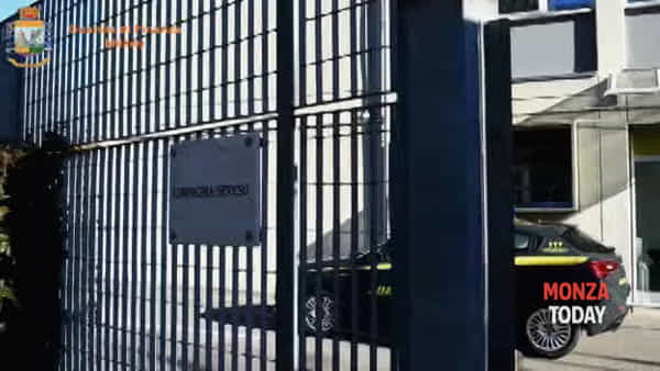 Bancarotta fraudolenta, arrestati i titolari di Antonini Auto a Varedo: le immagini del blitz