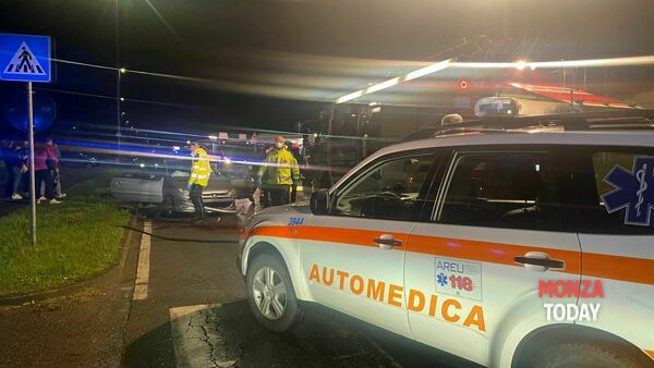 Incidente tra due auto ad Albiate, due feriti