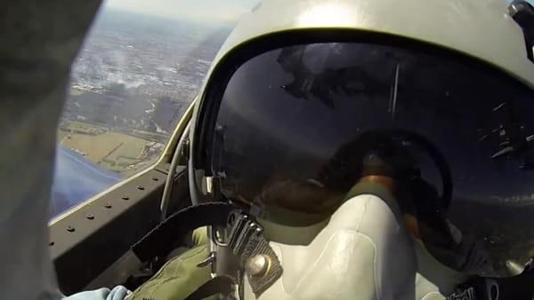 Le Frecce Tricolore volano sui cieli di Monza e Milano per il Gp: ecco il video selfie del pilota