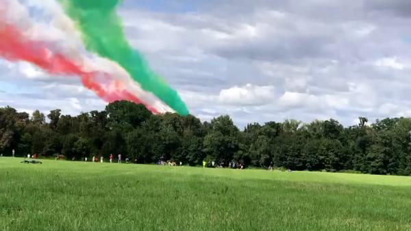 Le Frecce Tricolori nel cielo sopra Monza per il Gran Premio