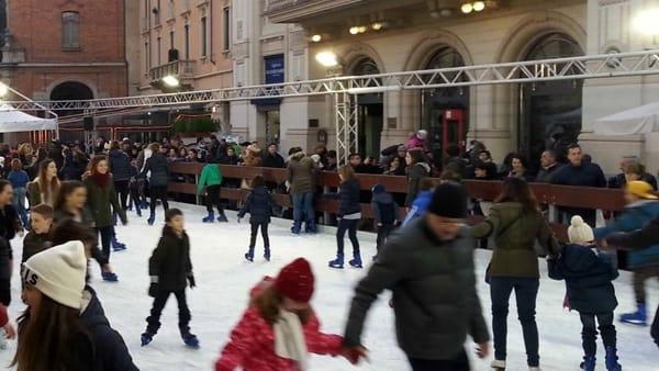 Pista di pattinaggio in piazza a Monza
