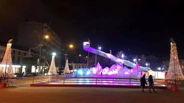 Pista di pattinaggio sul ghiaccio e una super slitta su cui scivolare: ecco il Natale di Cinisello