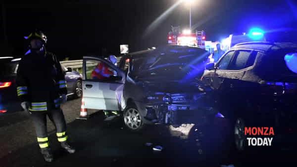 Incidente stradale in Valassina, feriti nello schianto due ragazzi: gravissimi