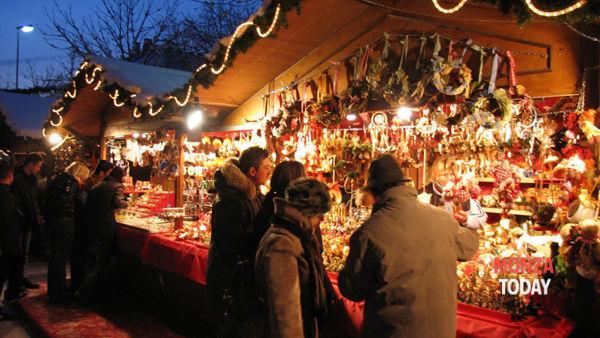 Mercatini di Natale e panettone in piazza a Trezzo sull'Adda