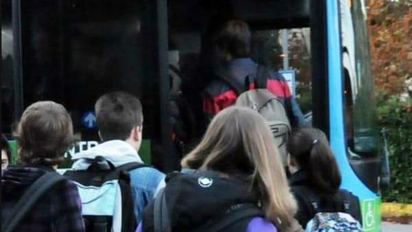 Green pass per scuole e trasporti, il governo deciderà il 5 agosto thumbnail
