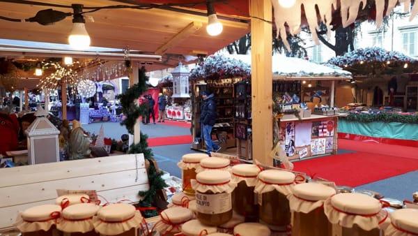 Chalet in legno dal Trentino, artigianato e chicche gastronomiche: ecco i mercatini di Natale a Monza