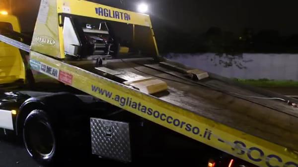 Incidente nella notte a Monza, auto si schianta contro alberi in viale Sicilia: grave 23enne