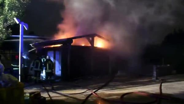 Incendio al chiosco del laghetto della Boscherona a Monza