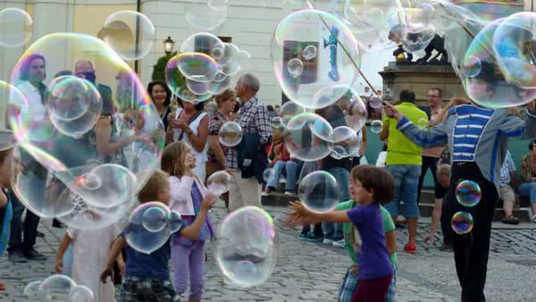 Musica, clown, acrobati e magie: torna a Brugherio il festival del teatro