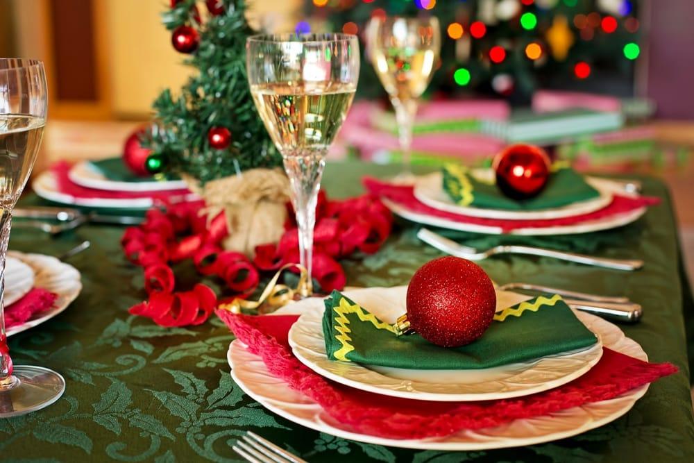 Addobbare Tavola Di Natale Immagini.Come Apparecchiare La Tavola Di Natale Per Stupire I Propri Ospiti