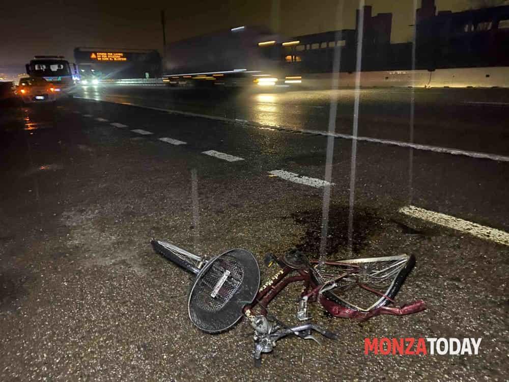 Incidente auto bici in autostrada, un morto - © B&V 15