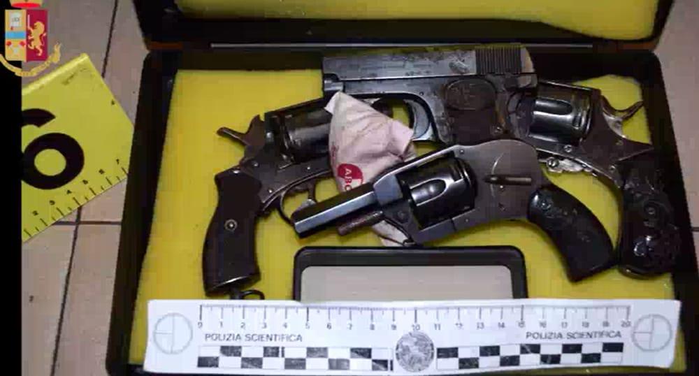 Vasca Da Un Metro : Cinisello balsamo trovate armi a casa di un ex imbianchino