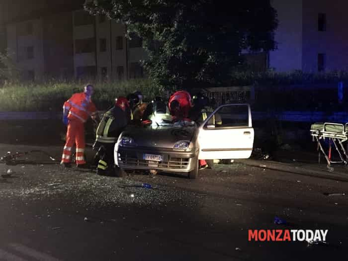 L'incidente (Foto Bennati-MonzaToday) (1)