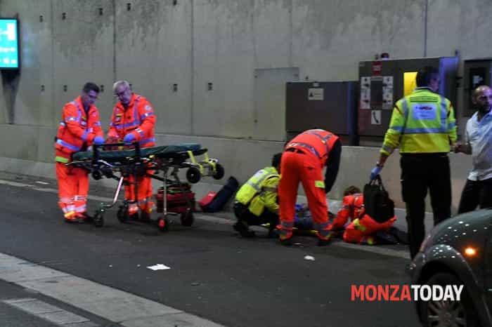 Incidente in Valassina, auto si ribalta (Foto Bennati) (1)