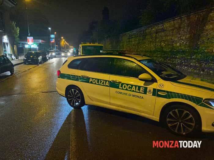 Incidente in via Lecco a Monza (Foto Bennati) (1)